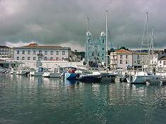 Baía de Angra do Heroísmo e igreja da Misericórdia, ilha Terceira, Açores, Portugal.JPG