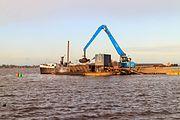 Baggerwerkzaamheden op de Langwarder Wielen vanaf motorbeunschip Christiana 06.jpg