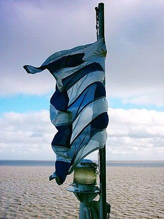 Flag of Uruguay - Image: Bandera de Uruguay en Buquebus