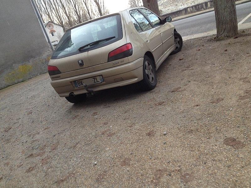 File:Beige Versailles - M0DU.jpg