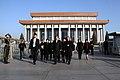 Beijing, Ofrenda Floral Mausoleo Mao Zedong (10961766084).jpg