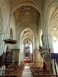 Belloy-en-France (95), église Saint-Georges, nef, vue vers l'est 2.jpg