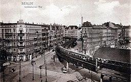 U Bahn Schlesisches Tor postcard/Postkarte [Public domain], via Wikimedia Commons