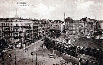 History of the Berlin U-Bahn - Train outside Schlesisches Tor