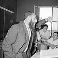 Bijeenkomst in een jesjiva (Talmoedschool). Een rabbijn geeft uitleg aan de leer, Bestanddeelnr 255-3040.jpg