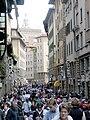 Blick von Ponte Vecchio auf Gasse.jpg