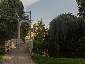 Borculo - Image: Borculo, ophaalbrug bij de Burg. Bloemersstraat met de Joriskerk (RM9881) op de achtergrond foto 13 2015 08 22 17.56