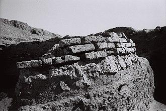 Atil - Image: Brick wall Atil 2014