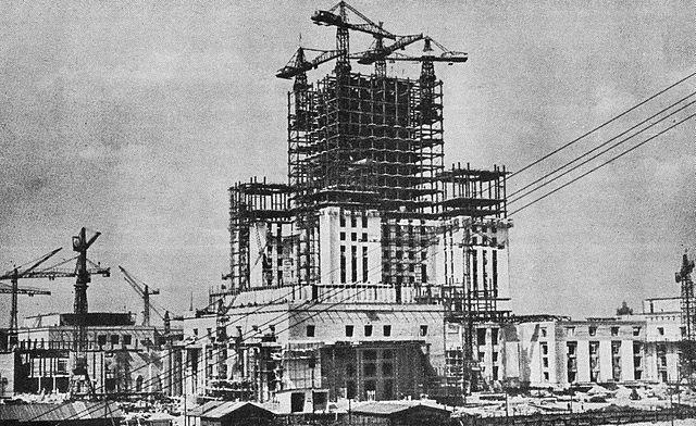 PKiN à sa construction à Varsovie dans les années 50.