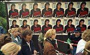 Bundesarchiv B 145 Bild-F079012-0026, Berlin, Michael Jackson-Konzert, Wartende