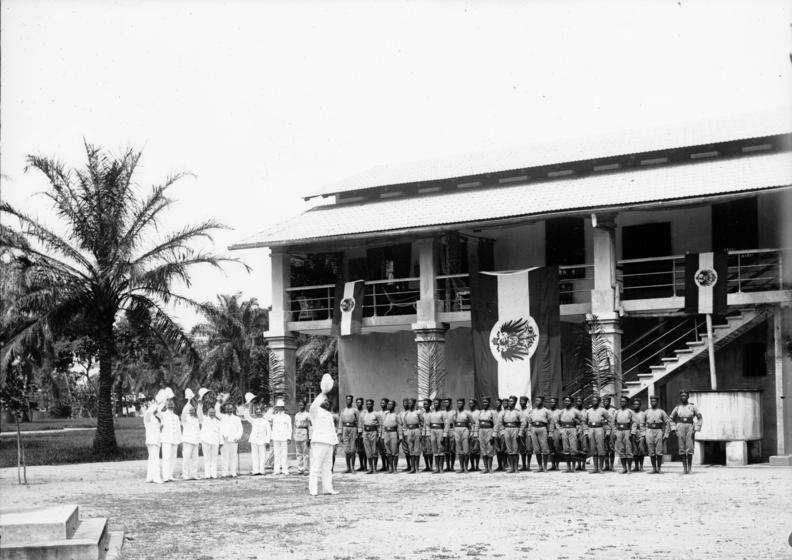 Bundesarchiv Bild 163-161, Kamerun, Duala, Polizeitruppe