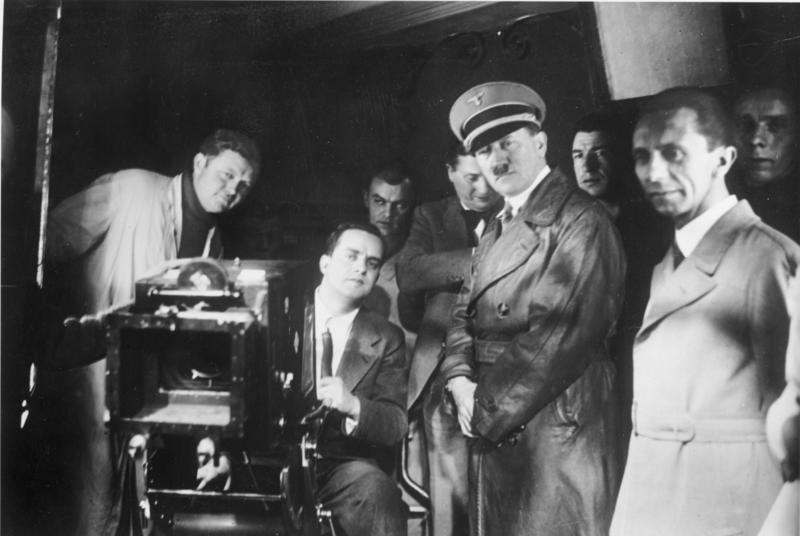 Bundesarchiv Bild 183-1990-1002-500, Besuch von Hitler und Goebbels bei der UFA
