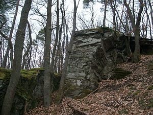 Bearbeitete Felsen an der Burg Holdersberg