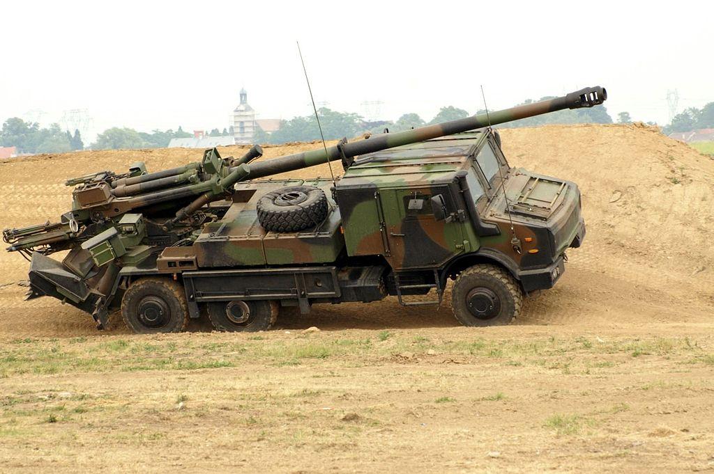 مصر قد تشتري مدافع K9 الذاتيه الحركه عيار 155 ملم من كوريا الجنوبيه  1024px-CAESAR-openphotonet_PICT6026