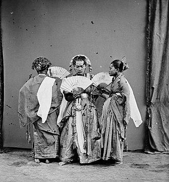 Maros - Padjoge dancers in Maros, Sulawesi (ca. 1870)