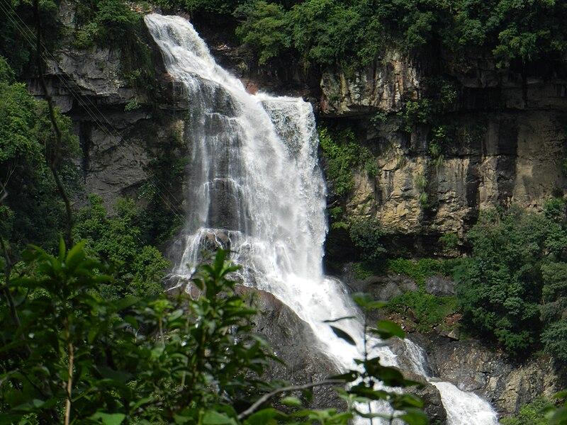 File:Cachoeira Véu da Noiva - panoramio (2).jpg