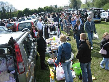 English: Car boot sale at Apsley.