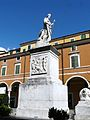 Carrara-piazza Alberica-monumento Beatrice Maria d'Este.jpg