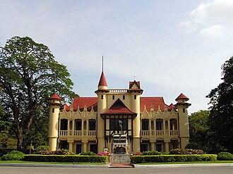Sanam Chandra Palace - Image: Chali Mongkol Asana