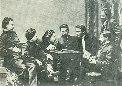 Chaliapin F. (Шаляпин Ф. И.) 1902 with group.jpg