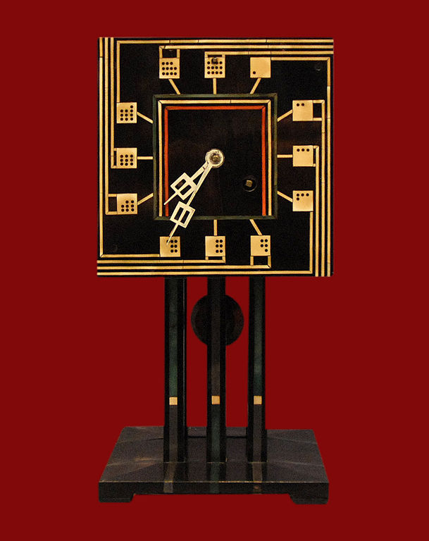 Domino Clock Horloge de table conçue par Charles Rennie Mackintosh (1917) dans le Kelvingrove Museum à Glasgow - Photo de Jean Pierre Dalbéra