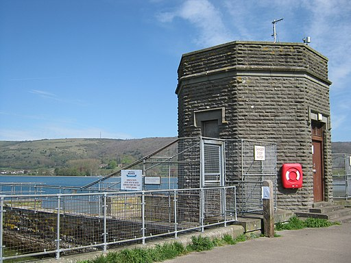 Cheddar Reservoir, Intake Tower. - panoramio