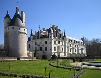 Château de Chenonceau - View of the château from the edge of the formal gardens to the west of the residence. The medieval keep to the left is the last vestige of the previous château, located in what is now the forecourt, still surrounded by moats.