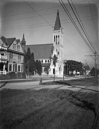 Christ Church Cathedral (New Orleans) - Early 20th century photo of the Church with the original steeple which was destroyed in the Great New Orleans Hurricane of 1915