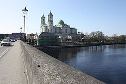 The دریائے شینن and Church of Saints Peter & Paul, from Athlone Bridge