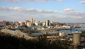 Cincinnati vista dalla sponda meridionale dell'Ohio in Kentucky.