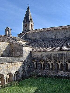 Le Thoronet Abbey - Image: Cloister, Abbaye du Thoronet, Le Thoronet