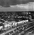 Collectie NMvWereldculturen, TM-20000881, Negatief, 'Gezicht op Jakarta vanaf hotel Kartika Plaza met de Jalan Tharin en het hoofdbureau van de politie', fotograaf Boy Lawson, 1971.jpg