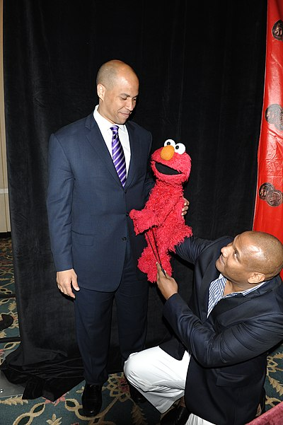 Cory Booker and Elmo at 2010 Peabody Awards luncheon.jpg