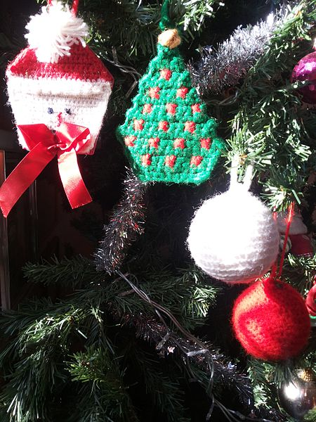 Αρχείο:Crochet Xmas ornaments.jpg