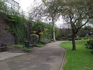 Queen's Gardens (Croydon) - Image: Croydon Central Station 6