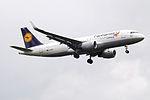 D-AIUD A320 Lufthansa Fanhansa (14706130774).jpg