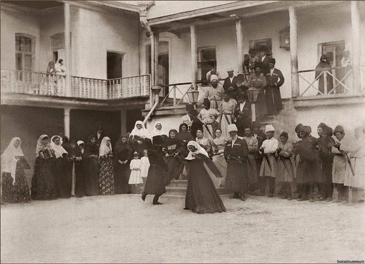"""Şəkil:Daghestan, Dance the """"Lezginka"""" Greater Kazanishchi ..."""