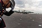 De Marine One met VS-president Trump aan boord landt op het vliegdek van de Japanse helikoptercarrier Kaga, -28 mei 2019 c.jpg