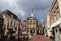De markt in Brielle en het oude gemeentehuis.jpg