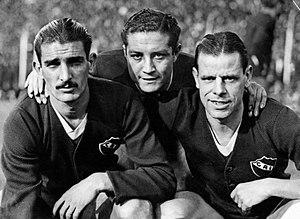 Antonio Sastre - Sastre (right) with Vicente de la Mata (left) and Arsenio Erico during their tenure at Independiente, c. 1938-39.
