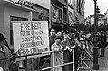 Demomstranten voor de vrijlating van de laatste drie Duitse oorlogsmisdadigers l, Bestanddeelnr 925-0780.jpg