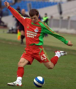 Diniyar Bilyaletdinov - Bilyaletdinov playing for Lokomotiv Moscow in 2007.