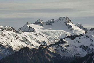 Dome Peak - Image: Dome Peak and Sinister Peak cropped