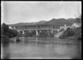 Double decker road and rail bridge over Ongarue River at Okahukura ATLIB 327645.png