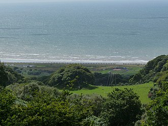 Dragon's teeth (fortification) - Image: Dragons Teeth Fairbourne Beach geograph.org.uk 1413179