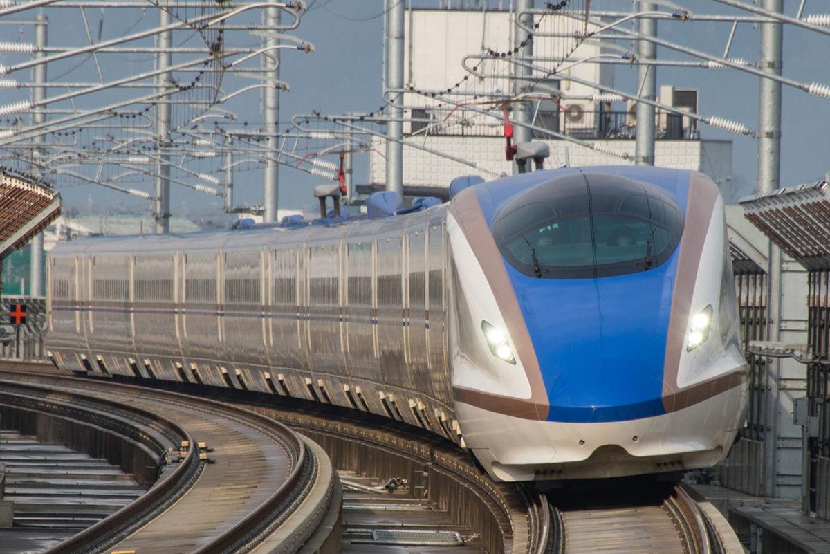 E7系F12編成(新高岡駅 2015年3月14日)