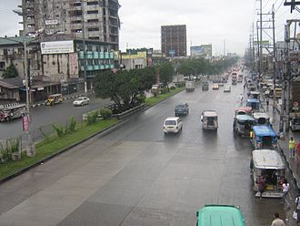 EDSA (road) - EDSA-Roosevelt (Muñoz) in 2007, before the completion of the LRT-1 extension.