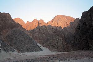 Eastern Desert - Image: Eastern desert mountain range Qena