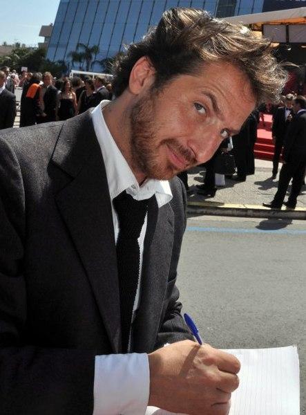 File:Edouard Baer Cannes.jpg