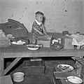 Een kind in het Adek-kamp, Bestanddeelnr 255-8179.jpg